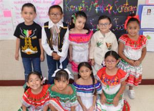 Kinder students in Mexican attire