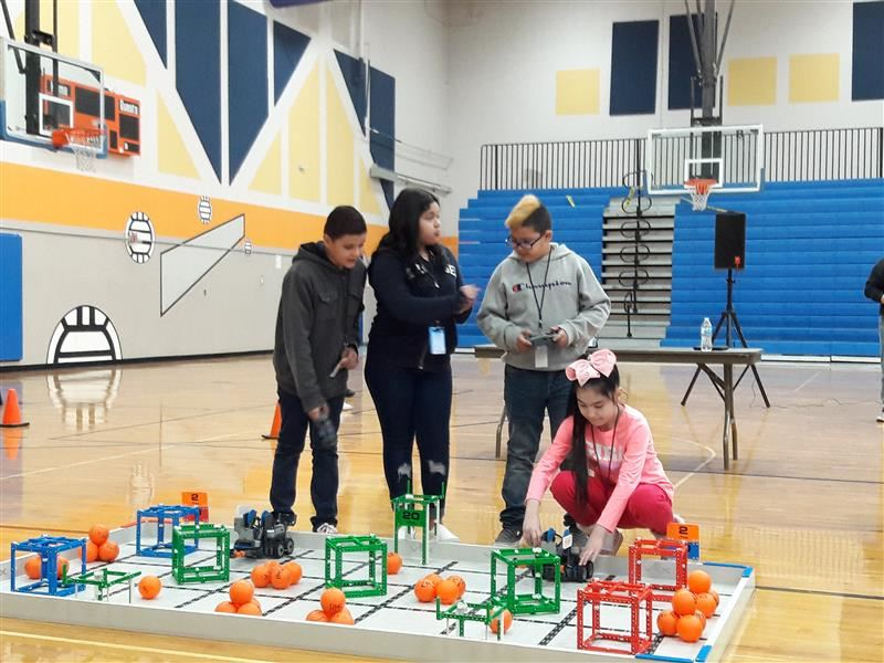 CHES Students Attend RMS VEX Scrimmage