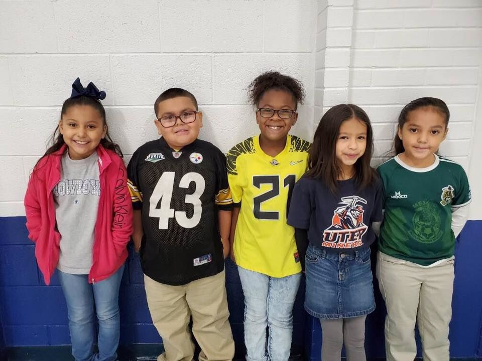 Mesa Vista students dressed up in their favorite sports jerseys to celebrate Red Ribbon Week.
