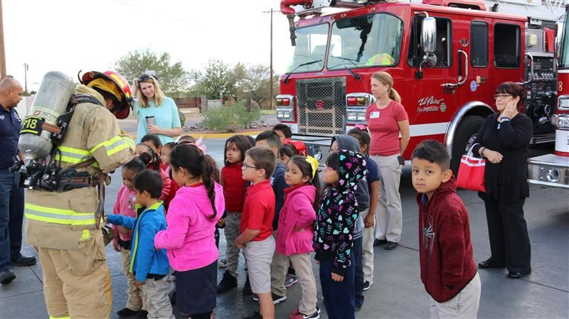 Kinder students see fireman in uniform