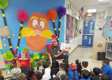Barnes and Noble help Scotsdale Celebrate Read Across America