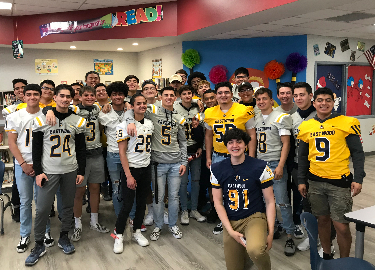 Eastwood Football players read to Scotsdale students