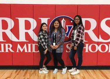 Students at Bel Air Middle Posing for Twin Day