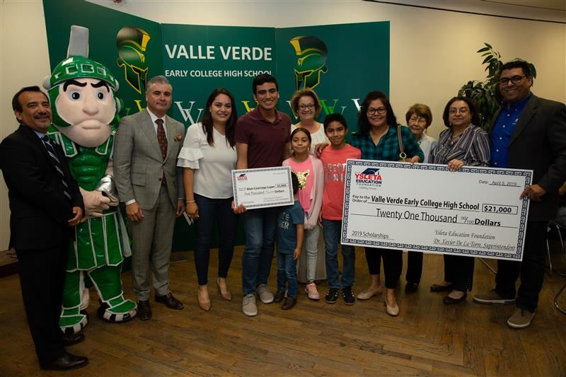 Student pictured with family after receiving $5,000 scholarship from YEF