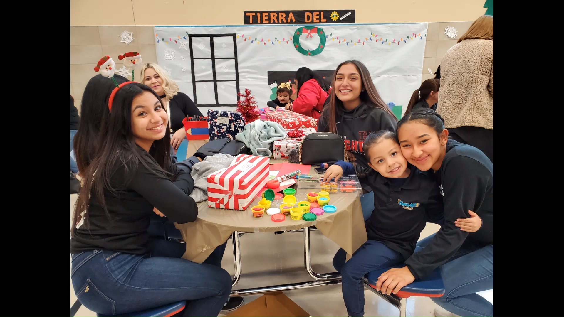 2019 Hanks Christmas Gift Giving @Tierra Del Sol