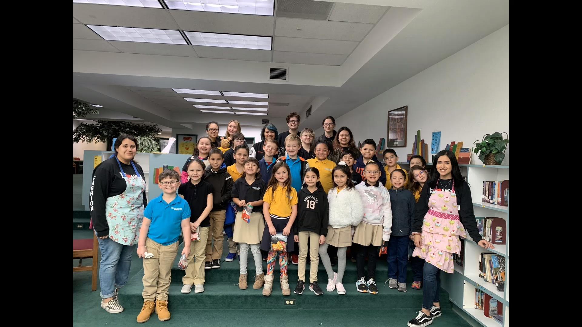 Hanks Fashion Club Students Read to Tierra del Sol Elementary Students